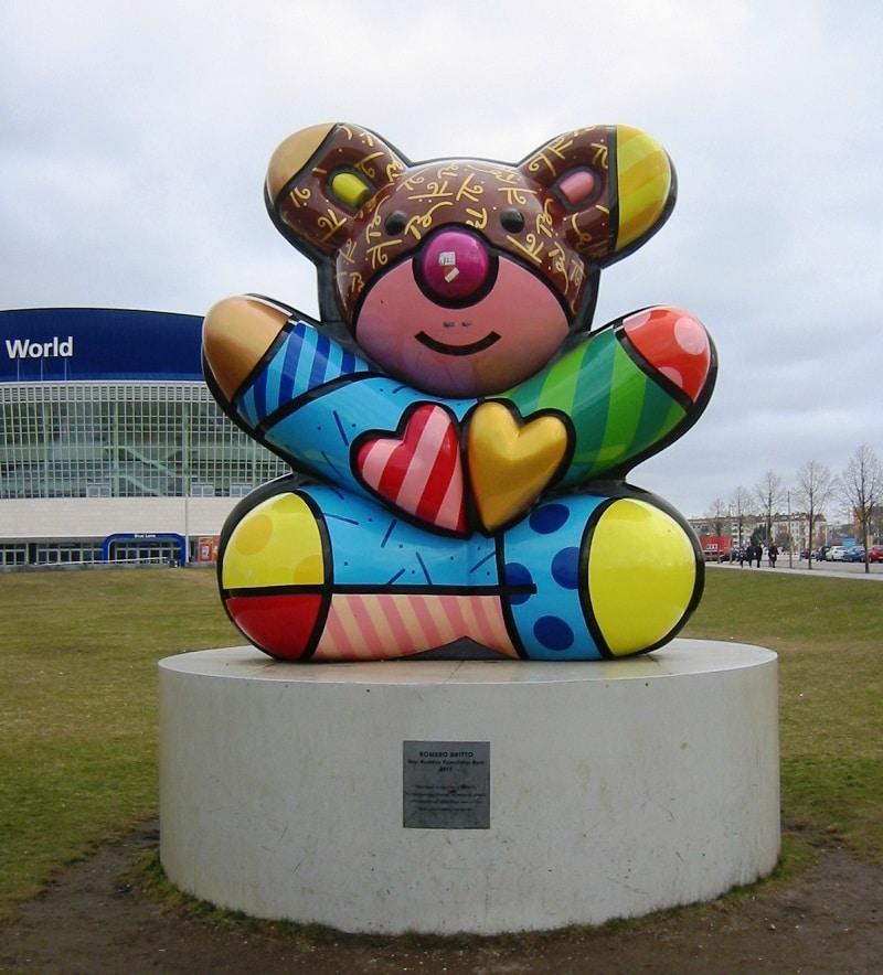 """Britto's """"Best Buddies Friendship Bear"""" sculpture in Berlin, Germany."""