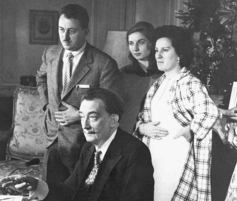 Dalí with the Albaretto family at his house in Torino (Photo credit: Eduard Fornés)